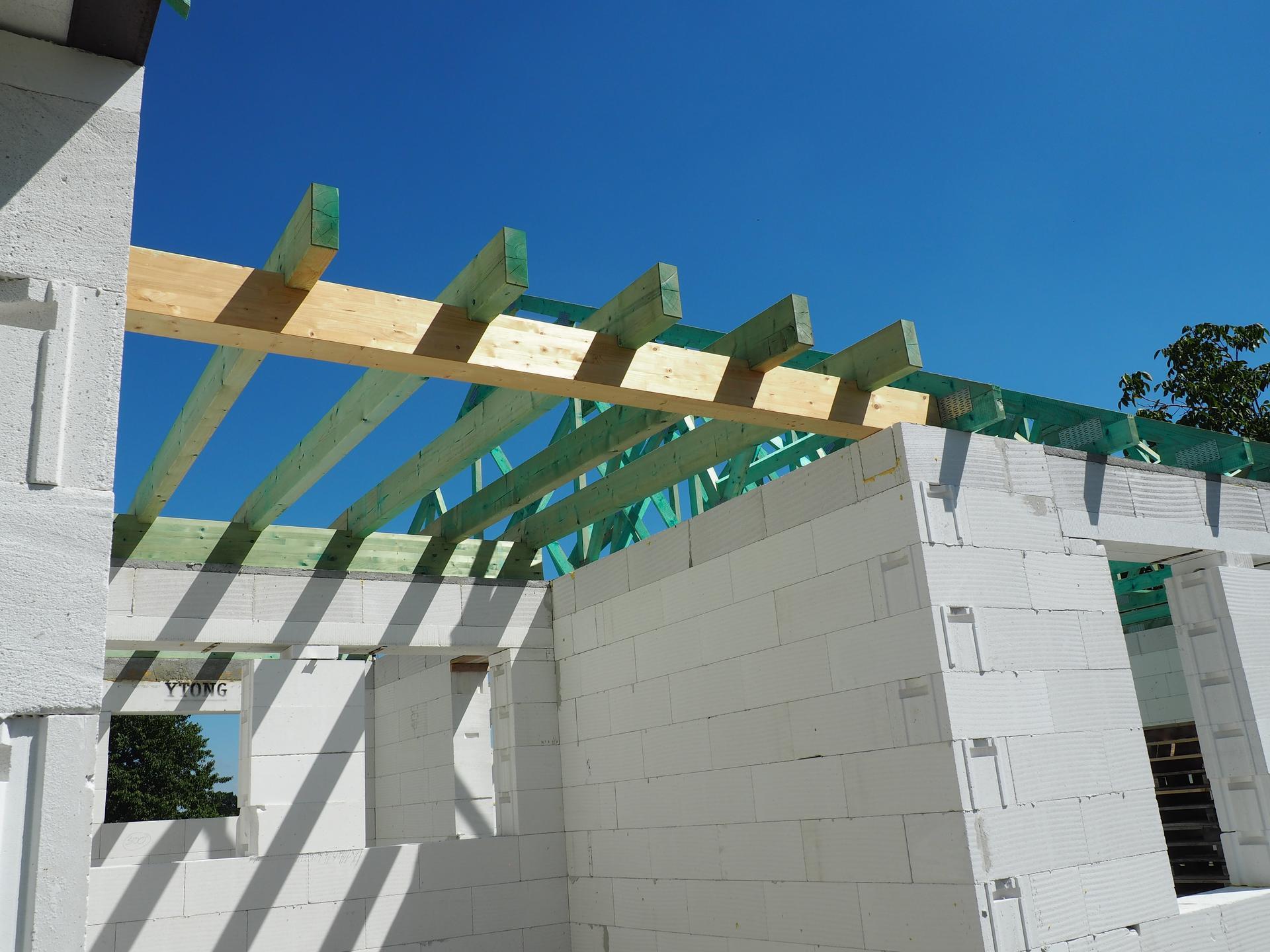Dům do L - stavba 2020/2021 - 22.7.2020 Trámy na spojovacím krčku