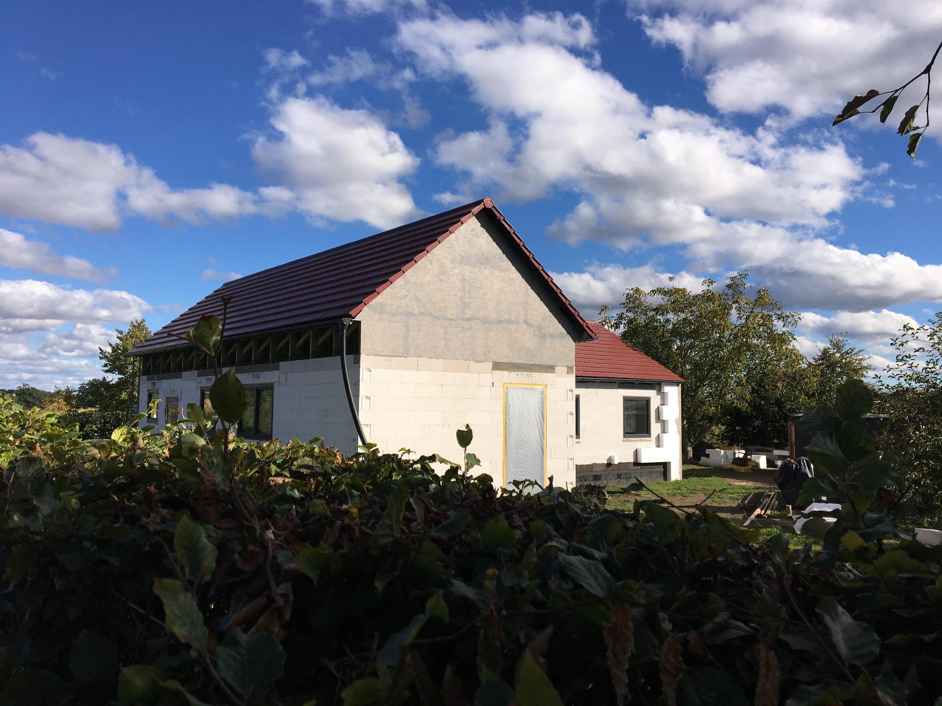 Dům do L - stavba 2020/2021 - 29.9.2020 Zaklopené štíty
