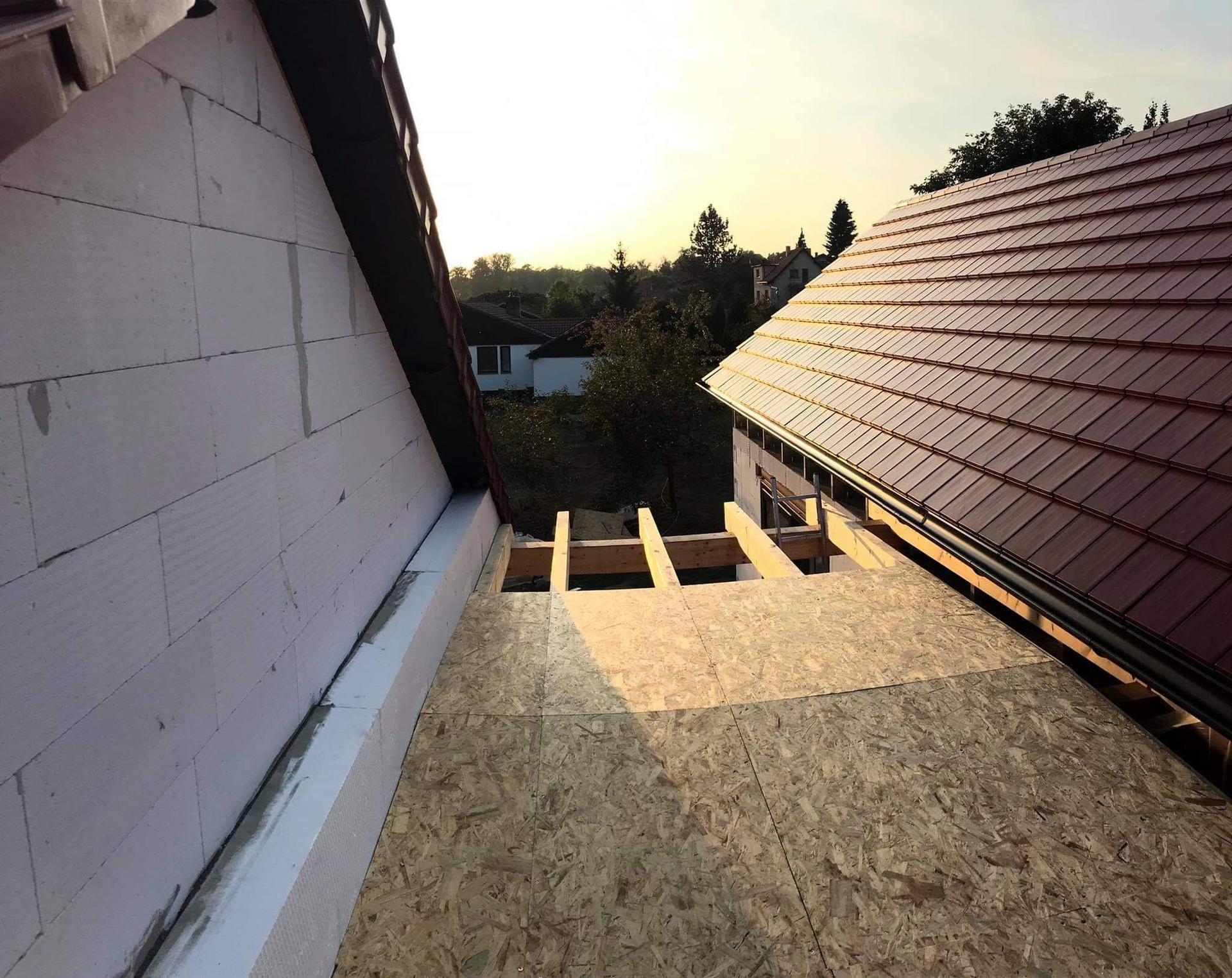 Dům do L - stavba 2020/2021 - Pohled zvrchu krčku