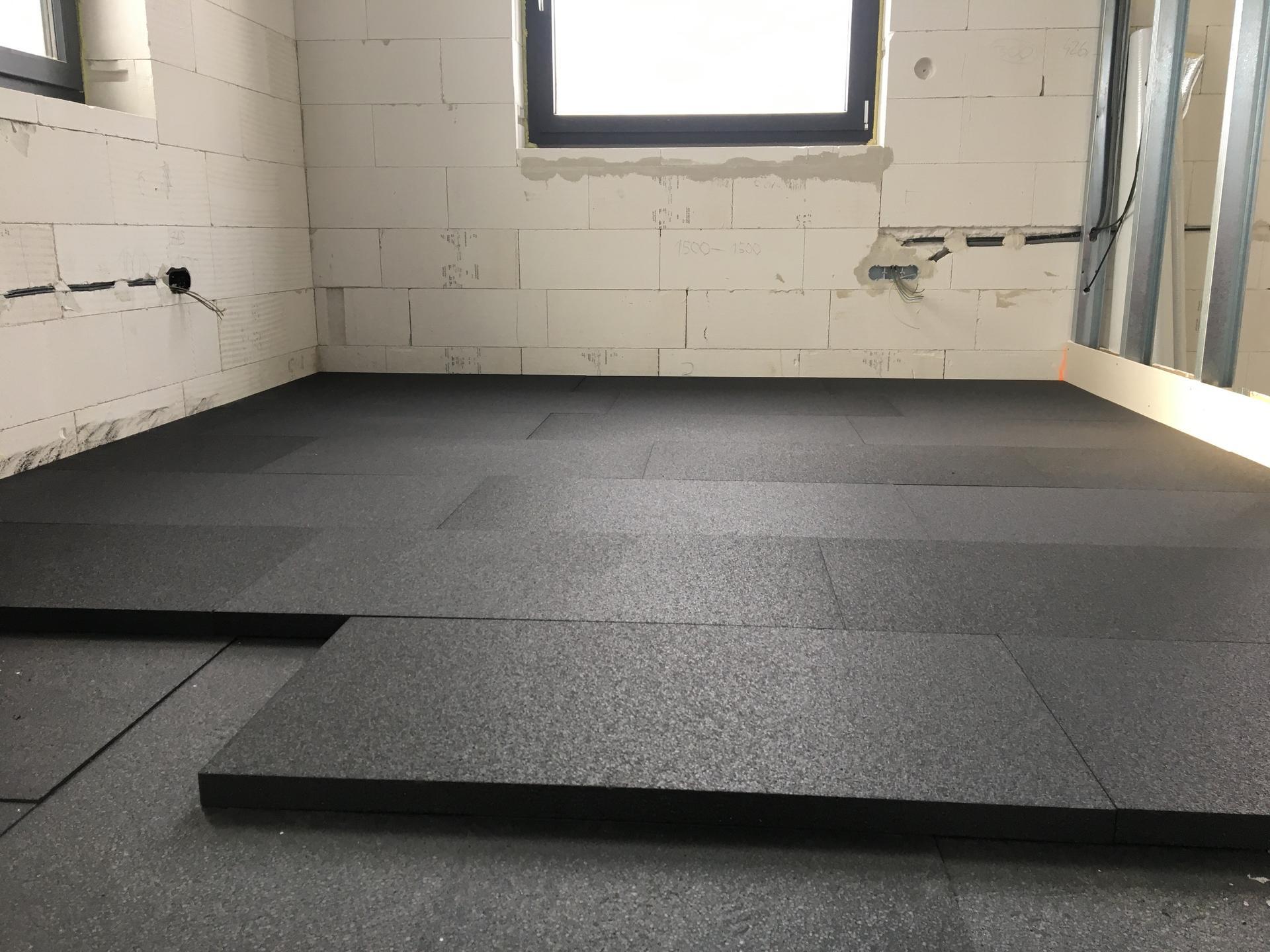 Dům do L - stavba 2020/2021 - Únor 2021 - pokládka podlahového polystyrenu