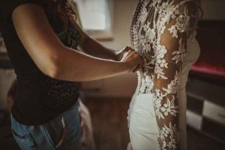 svatební šaty s krajkou na zádech - Obrázek č. 4