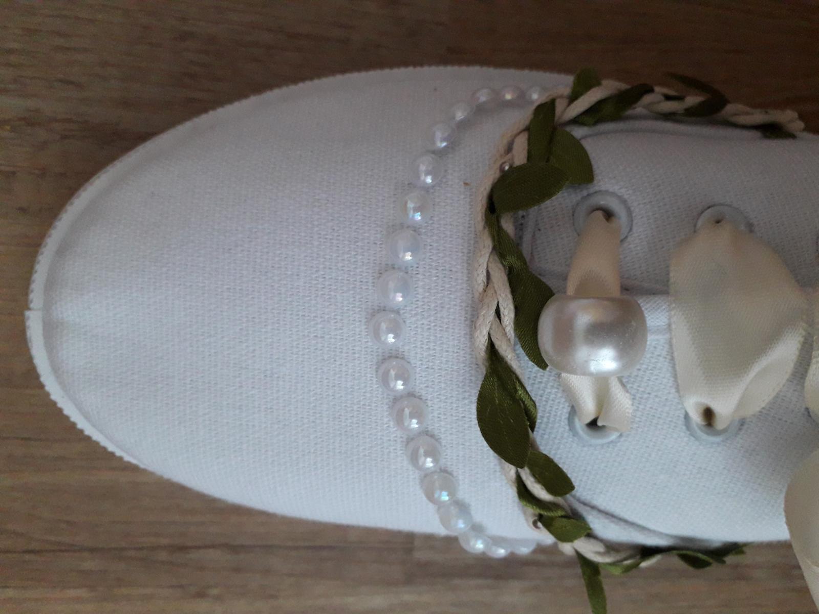Svatební tenisky-půlnoční obuv - Obrázek č. 1