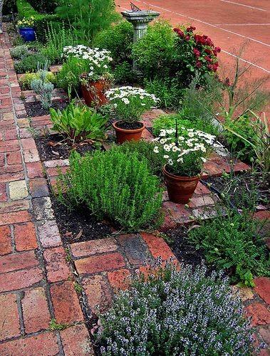 Zahrada - inspirace - zajímavé řešení, dovedu si představit takové kóje např. pro mátu