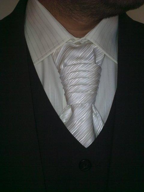 25.9.2010 :) - detail na ženícha :)