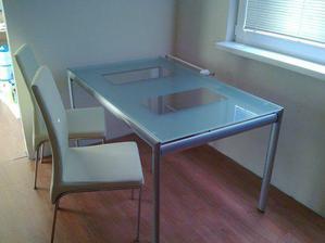 nový stôl + zatiaľ 2 stoličky