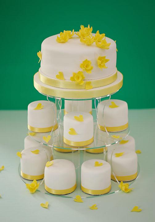 Čo už je doma alebo čo už je zajednané.... - muffinkovo- kvetinková torta zajednaná