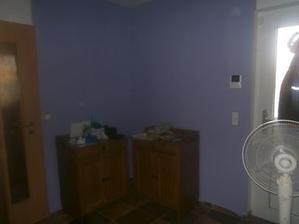 vymalovali jsme chodbu, aneb první místnost co už není bílá :-) uspořádání a doladění v týdnu :-)
