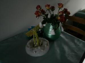 letos jedu v pletených dekoracích, ubrus je s kamínky, v jednoduchosti je krása