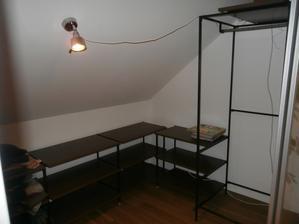 vše samo domo, svaření, natření, desky za 10kč z ikea a slouží supr