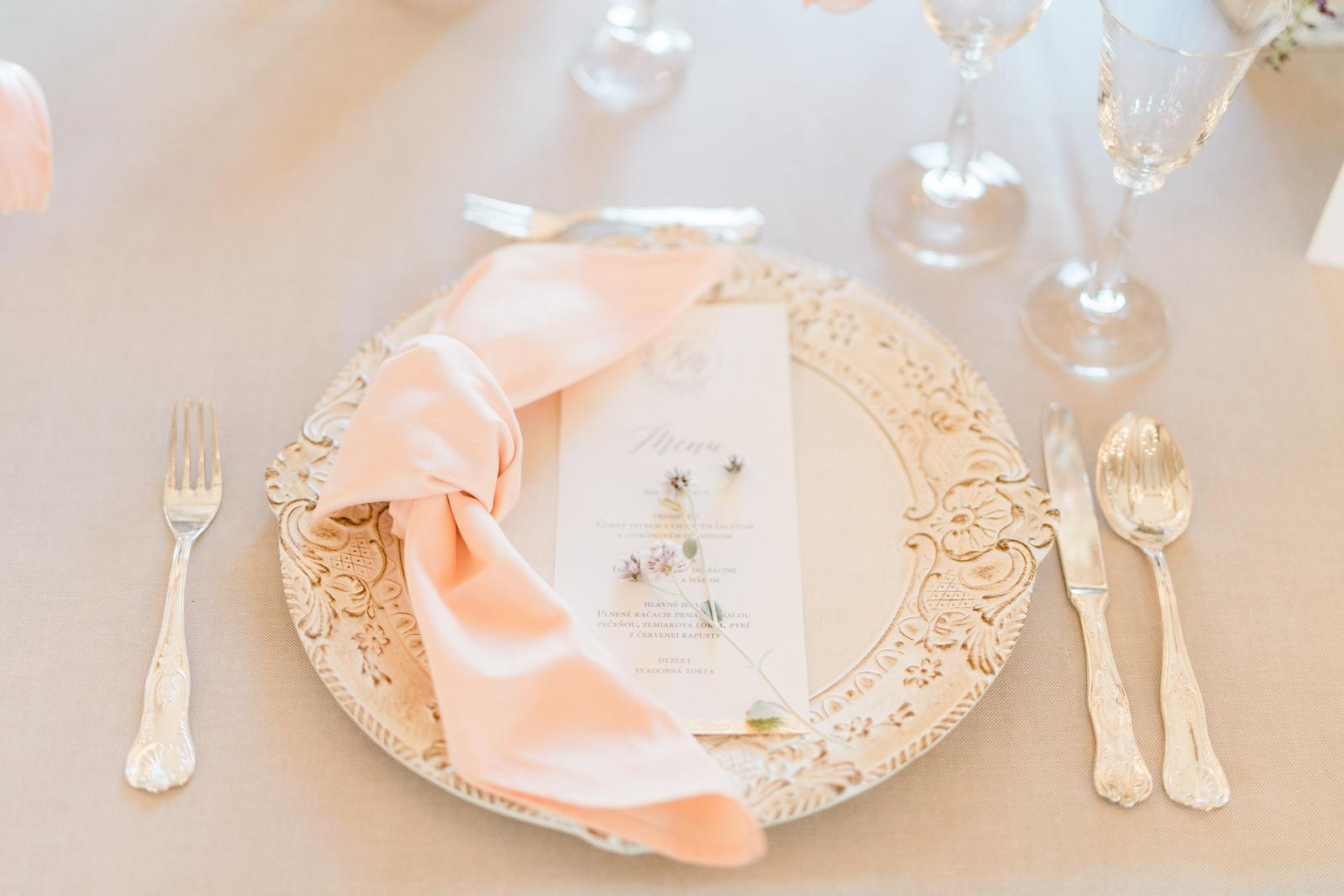 Nedbalá elegancia v pastelových tónoch - Foto: Pretty Photography