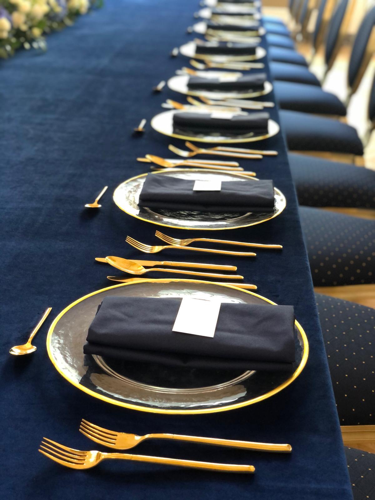 Luxusné klubové taniere so zlatým lemom - Obrázok č. 3