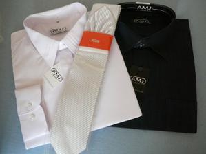 konečne kúpená svadobná a popolnočná košela a kravata. Hmmm ta popolnočná je tmavomodrá ale na foto vyzerá ako čierna