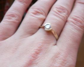 Toto je moj zasnubny prstienok, ktory som doslala od mojho draheho.