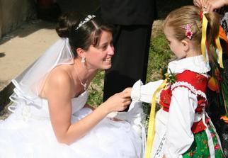 Moje krasne krsnatko Julianka, chystane prekvapenie, prisla v goralskom kroji. Krasa.