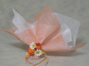 Mám v plánu svatebčany podarovat mandličkami.