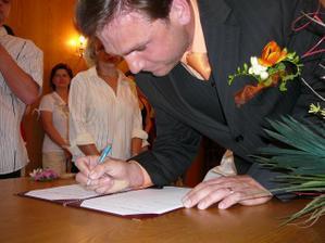 ...podpisy zpečetěno...