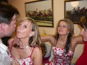 ..kdopak to líbá mého manžela???