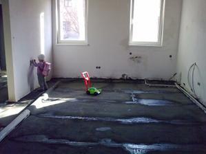 zaizolovane podlahy a sups na to polystyren a podlahovku a poter...
