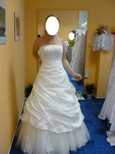 Moje šaty:o) Byla to síla je vybrat, ale už jsou jasné. První věc, co jsem si na svatbu koupila:o)