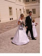 Vstup mladomanželov na nádvorie zámku Sv. Anton