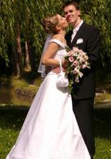 Renátka a Daniel pri jazierku