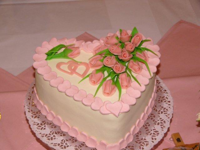 6.8.2005 - detailnejsie - Svadobna torta-srdce