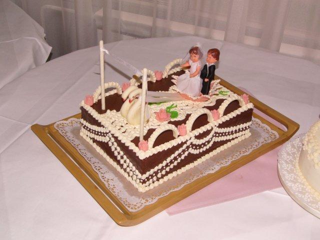 6.8.2005 - detailnejsie - Svadobna torta-pristav