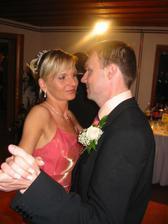 ...prvý tanec po polnoci (až sme od dojatia zabudli dať dole pierko)...