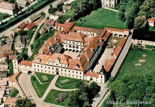 1. cervence 2006 - Zamek v Rychnove nad Kneznou, tam to vypukne