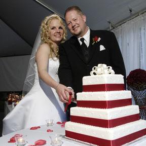 8.8.2008 - takuto nejaku tortu by sme radi len so zlatou stuhou
