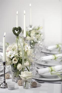 Svatební tabule + svatební účesy - inspirace - Takováto různá zapichovací srdíčka už mám doma taky vyrobené! Nikdy bych neřekla, co jde z drátku, korálků a starého prostěradla všechno vyrobit...