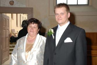 mladý pán s mamkou