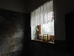 okno v koupelně