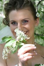 Na kvetinku vo vlasoch sme potom zabudli a isla som s nou aj na obrad :)