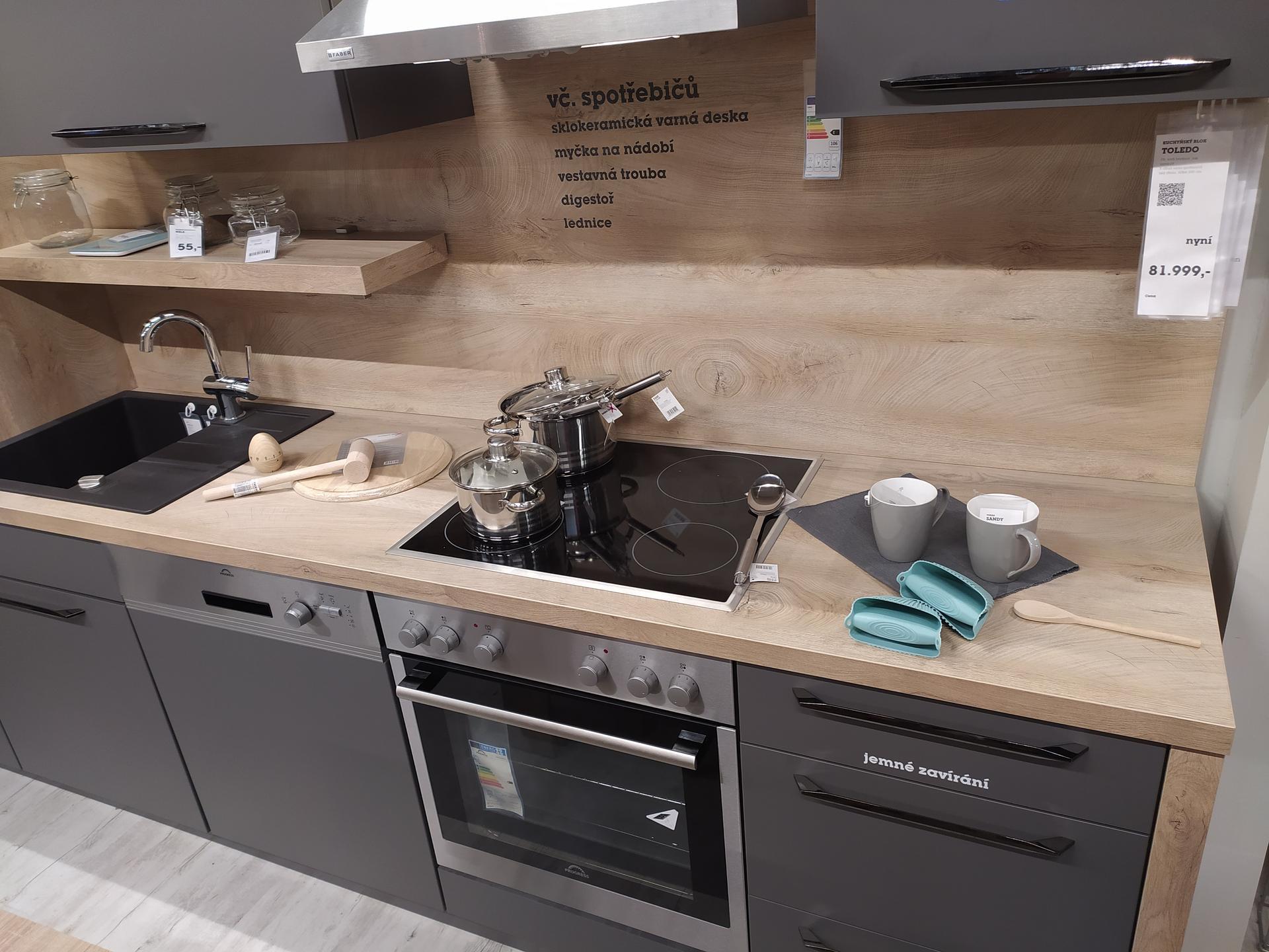 Kuchyn XXXLutz  x Mobelix  ,ještě zvažujeme truhláře .  Foto na upoutání (kuchyn z Mobelixu)    Zajímají mě hlavně zkušenosti s dodáním,montáží a kvalitou kuchyní. Děkuji - Obrázek č. 1
