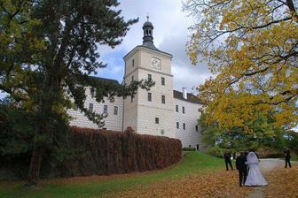 Zámek Březnice v podzimním kabátu