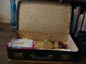 do kufříku zatím dáváme věci, které už dorazily