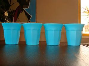 plastové kelímky třeba na lízátka