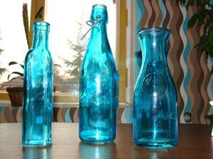 lahvičky co mám doma, využiju, jako vázičky, ty flašky na šťávu mam 3