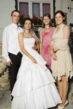 s manželovými mladšími sestrami