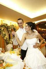 krájame svadobnú tortu