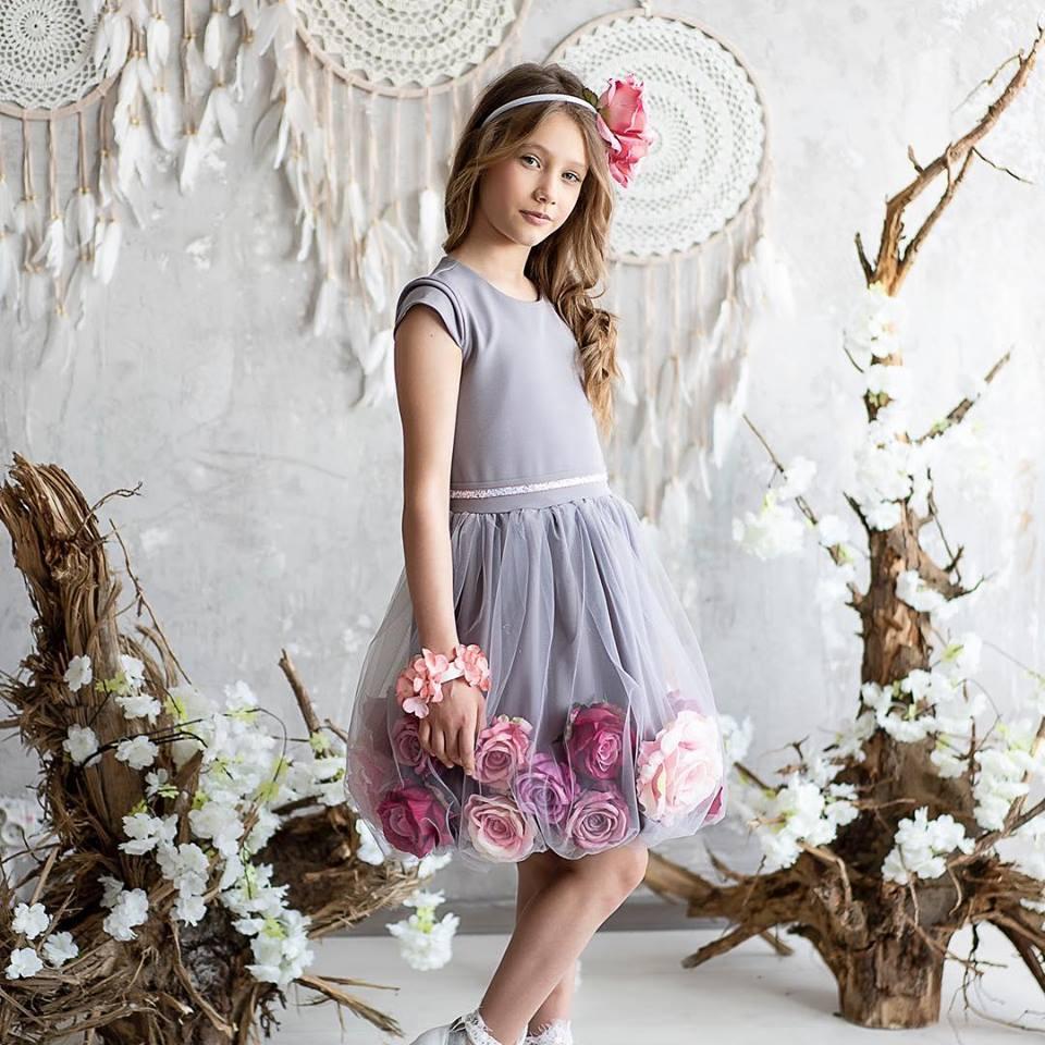 Sivé šaty s ružami - Obrázok č. 1