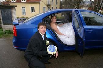 ... k modré kytce modré auto ...