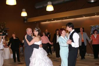 ... s rodiči nevěsty ...