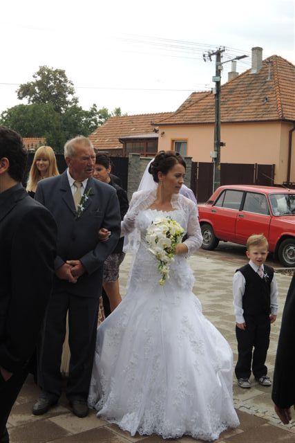 Sylvia Lorinczová{{_AND_}}Ľubomír Štepo - Čakanie pre kostolom so svojim strýkom. Obdivujem ľudí, ktorí sa na nás prišli pozrieť.