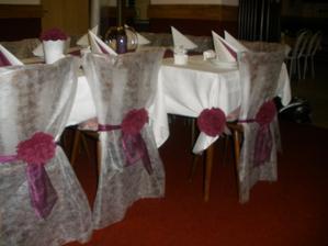 Netkaná textilie tvořila velkou část výzdoby naší svatby..