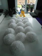 NOSTALGIE:-)..vyrábím pompomy pro kamarádku na její svatbu