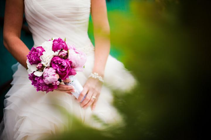 KK{{_AND_}}MN - kytica z pivoniek, bola prenádherná a vydržala ešte skoro týždeň po svadbe.