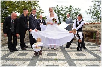 """Tuto fotku moje fotografka nazvala : """"Nevěsta na roztrhání ! """" :-D"""