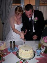 společné krájení dortu...